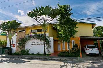 La Casa de Las Flores Phone: (+506) 2755-0326